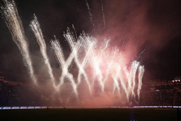 Los fuegos pirotécnicos en el descanso del Cruz Azul vs Porto