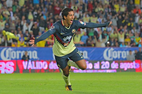 Domínguez celebra un gol con el América