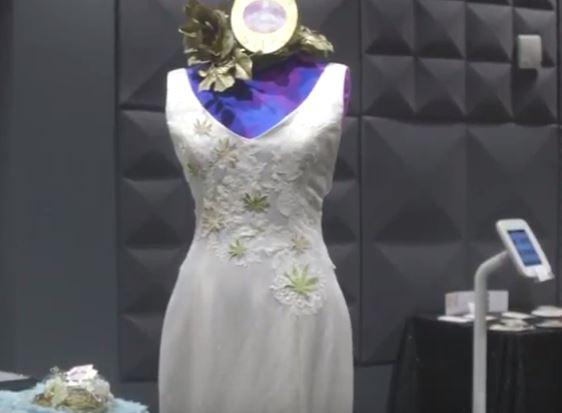 Detalles de un vestido de novia para una 'Weedings'