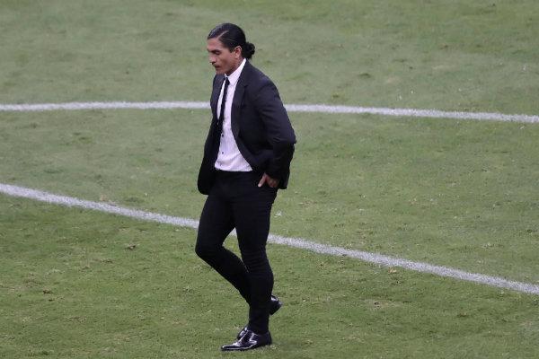 Paco Palencia sale del campo tras el silbatazo final