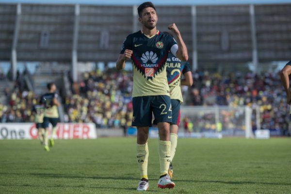 Peralta festeja su gol contra Lobos BUAP