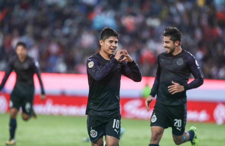 Eduardo López celebra gol contra Pachuca