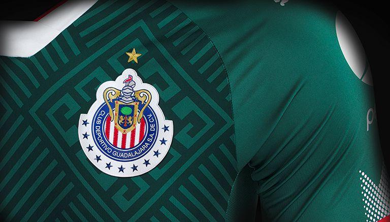 Chivas de Guadalajara presentó su camiseta alternativa Puma para la temporada 2017/18