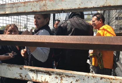 Vecinos de la Miguel Hidalgo cierran puente por delincuencia