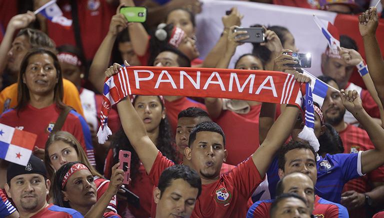Aficionados de Panamá celebran el pase al Mundial