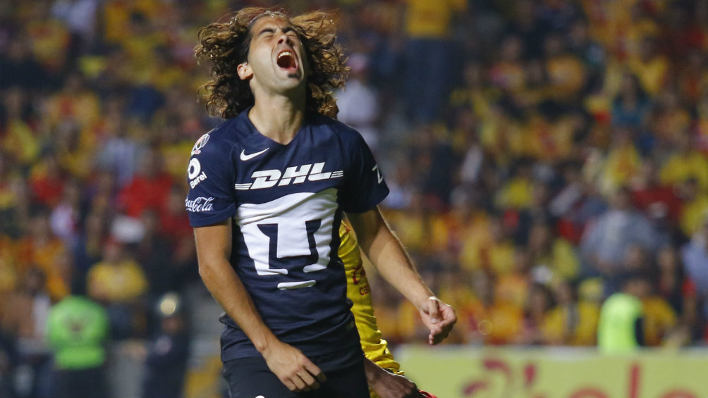 Britos se lamenta en un juego con Pumas durante el Clausura 2017