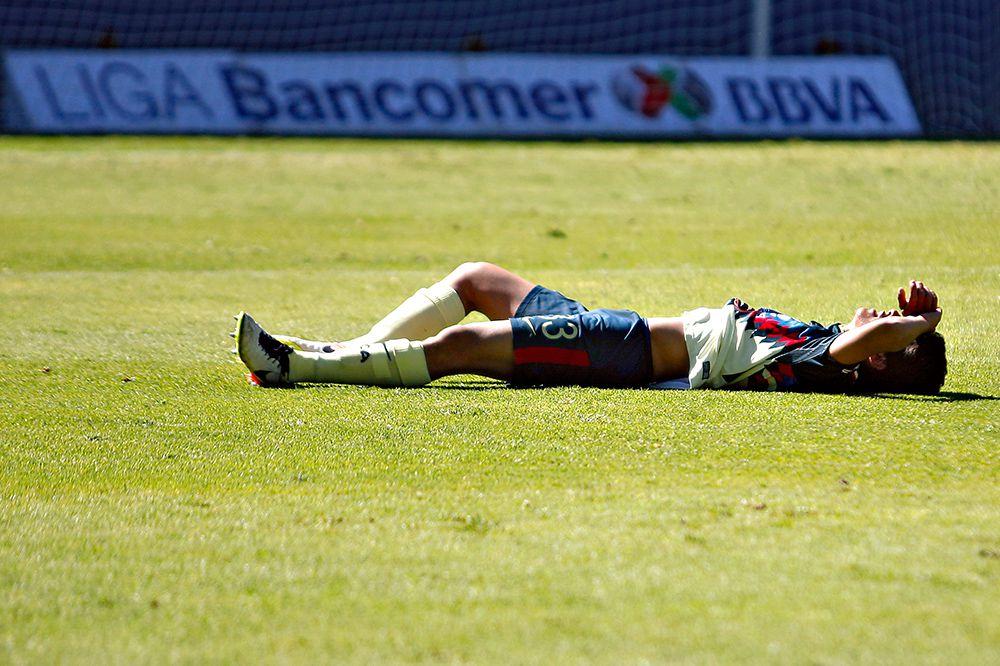 Daniel Hernández, tirado en el césped tras perder la Final de la Sub 15