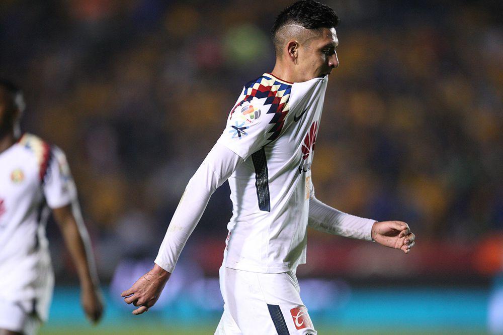 Edson Álvarez se lamenta tras su expulsión vs Tigres