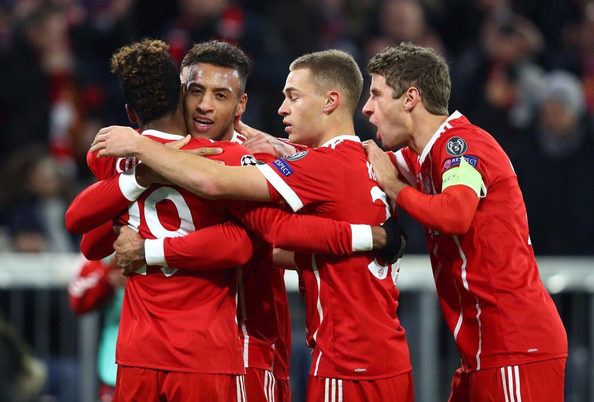 Jugadores del Bayern Munich festejan un gol contra PSG