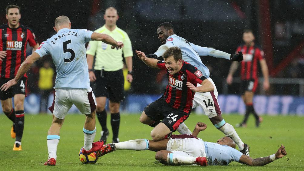 CH17 ve minutos en polémico empate del West Ham