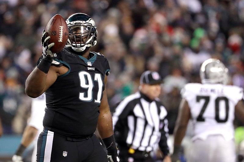 Cox muestra el ovoide en el juego frente a Raiders