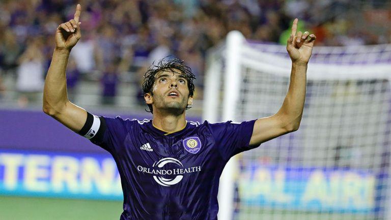 Kaká celebra una anotación con el Orlando City