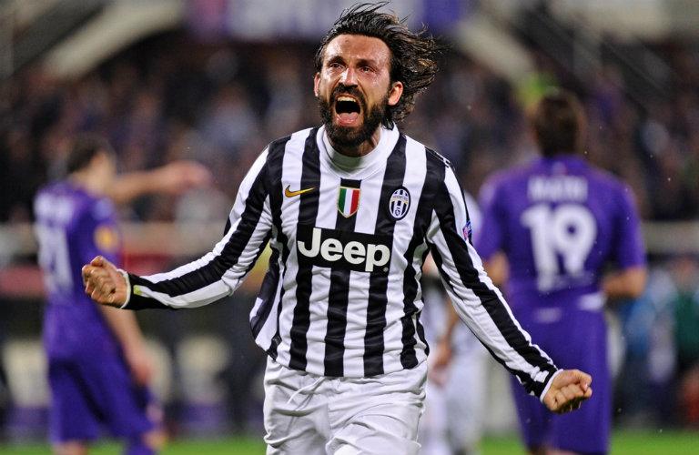 Andrea Pirlo festeja su gol contra la Fiorentina