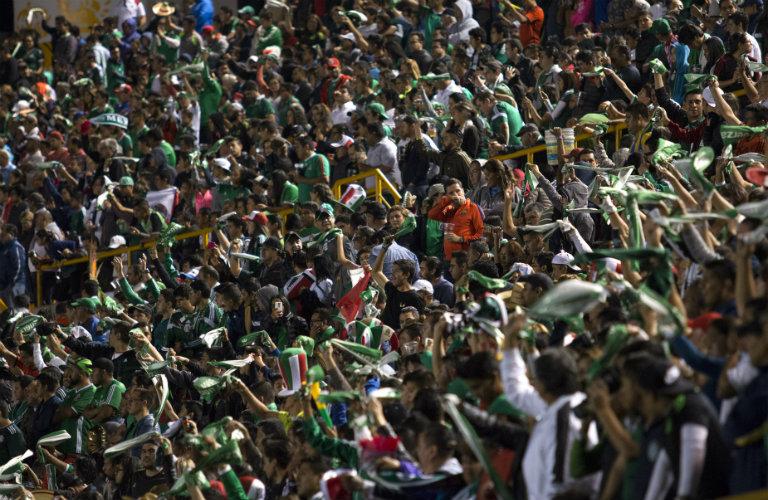 Afición mexicana, durante el juego de México rumbo a Rusia 2018