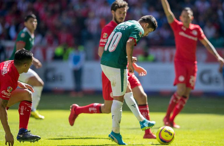 Javier López remata para igualar el juego contra Toluca