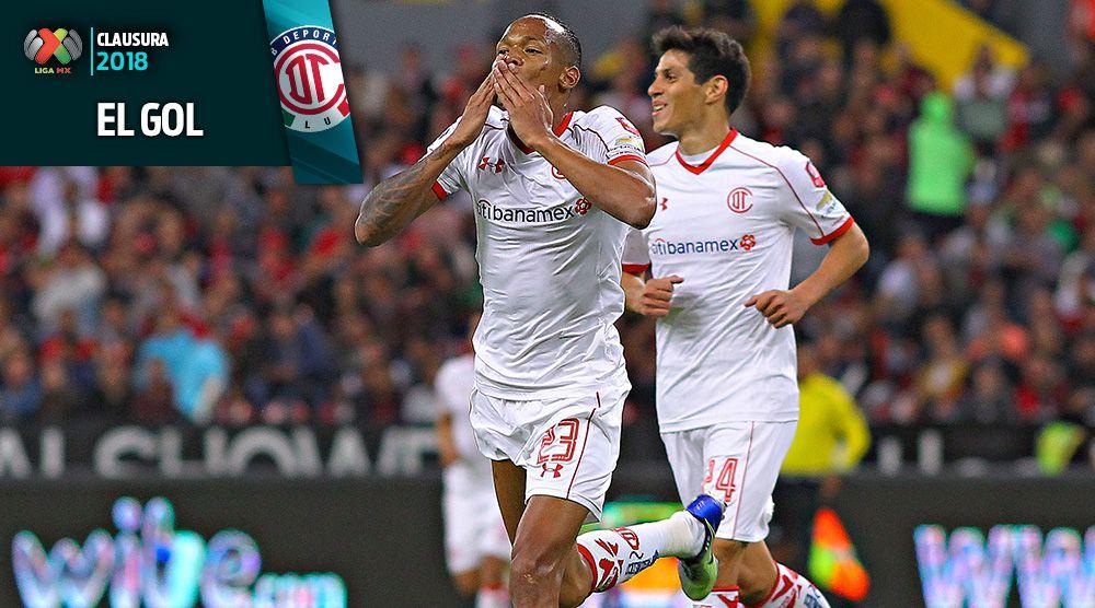 Luis Quiñones festeja gol contra Atlas
