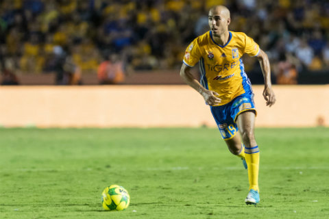 ¡Tigres planea regresar a jugador que milita en Europa!