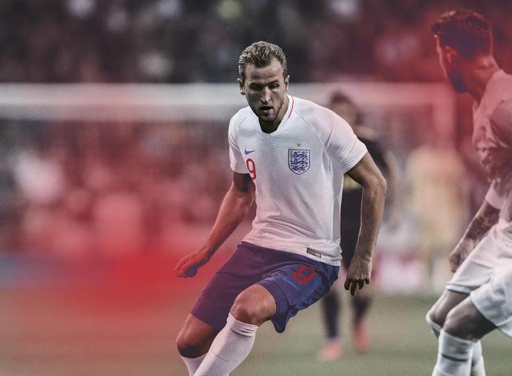 Kane luce el uniforme inglés