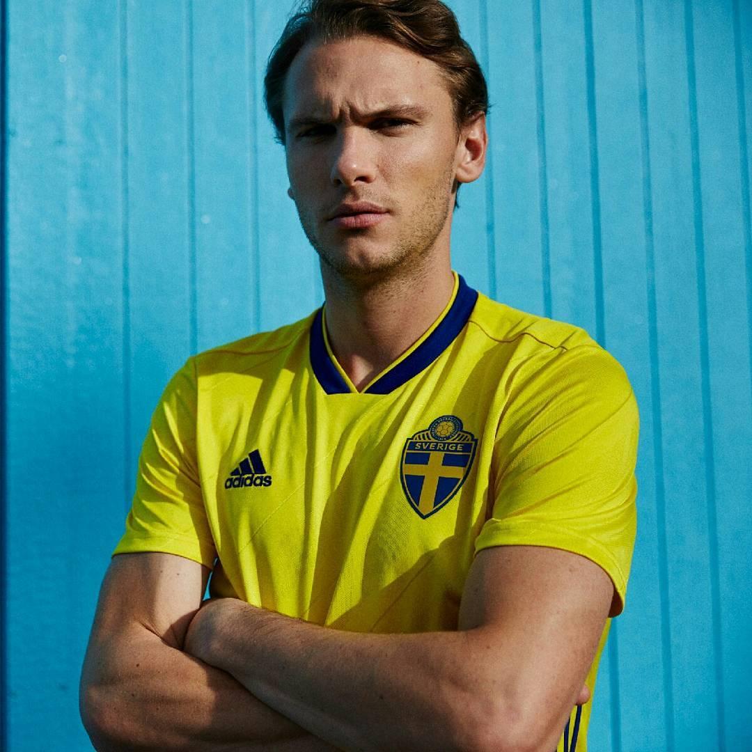 Forsberg posa con la indumentaria sueca