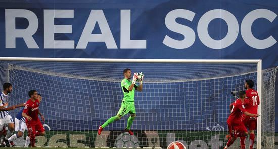 Real Sociedad pierde con Moreno titular