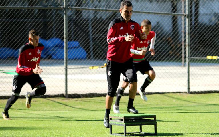 Rafa Márquez, durante un entrenamiento con Atlas
