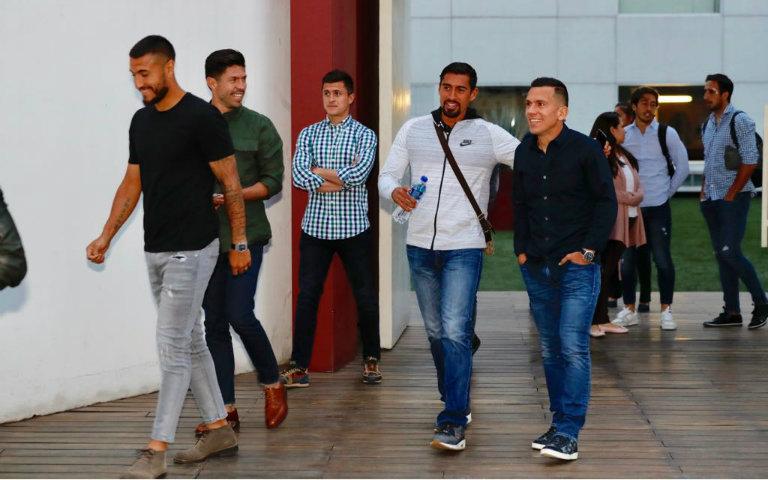 Futbolistas arriban a reunión con la FMF