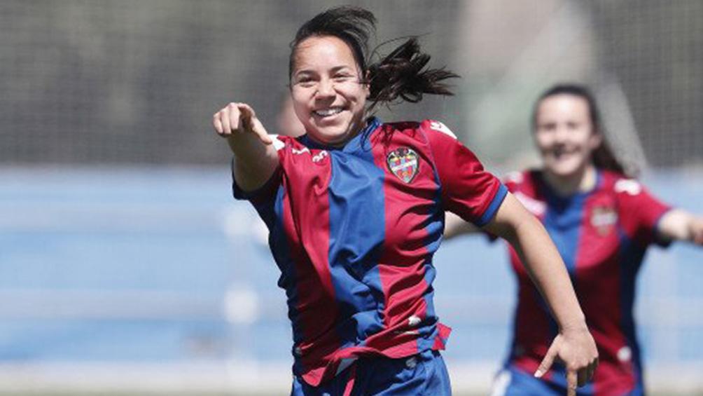 Charlyn Corral es campeona de goleo en España