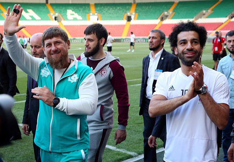 Salah sonríe junto al líder de Chechenia, Ramzán Kadýrov
