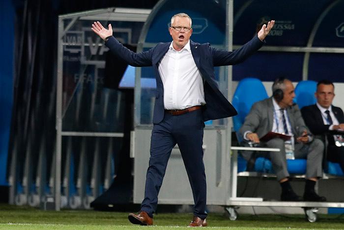 Andersson gesticula en el juego contra Alemania