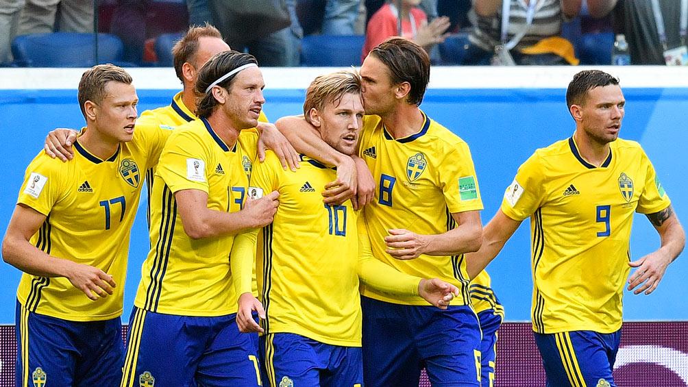 jugadores suecos celebran el tanto de forsberg en el mundial