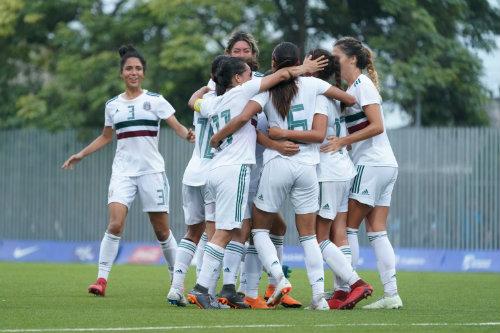 Jugadoras del Tri Femenil festeja en el juego vs Venezuela