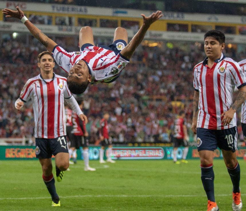 Chivas remonta a domicilio 2-1 a Monarcas y califica a Octavos