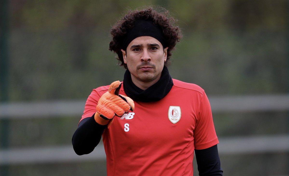 Guillermo Ochoa durante un entrenamiento con el Standard de Lieja