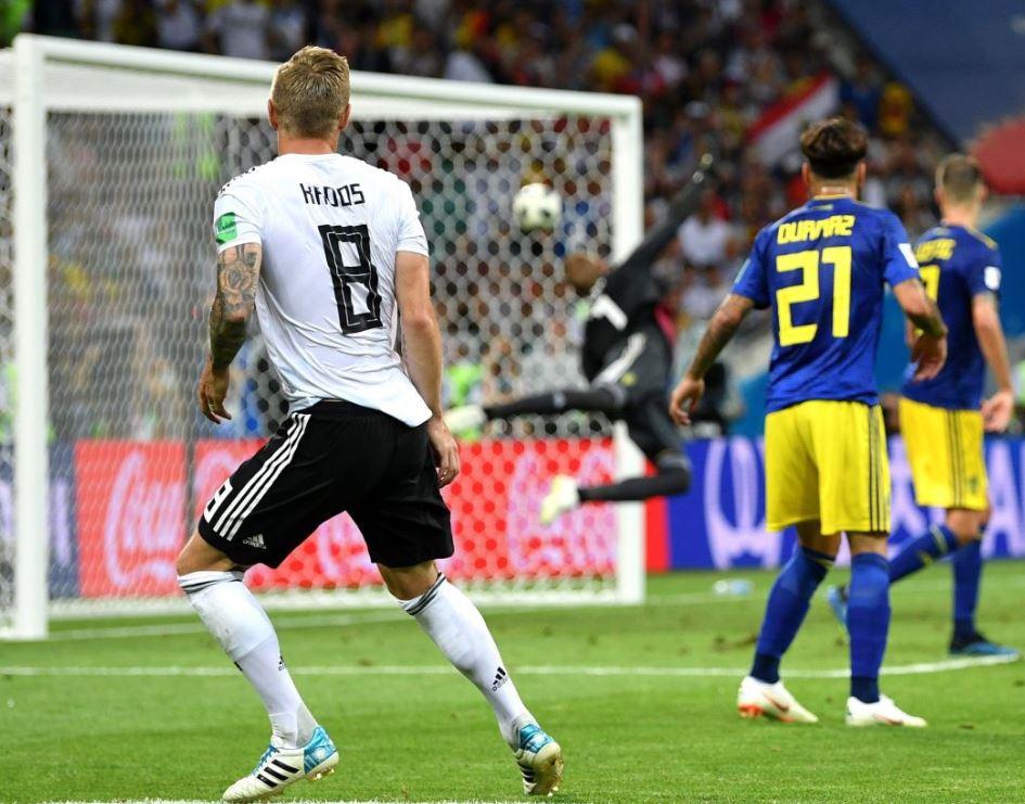 Kroos marca un gol de antología frente a Suecia