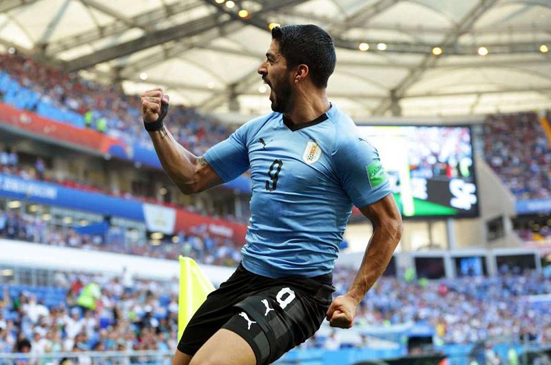 Luis Suárez se ''come'' a elogios a Hirving Lozano