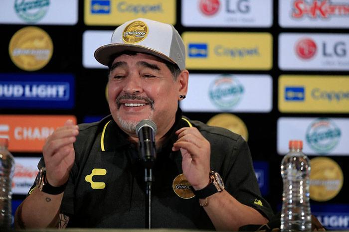 Maradona, emocionado durante su presentación