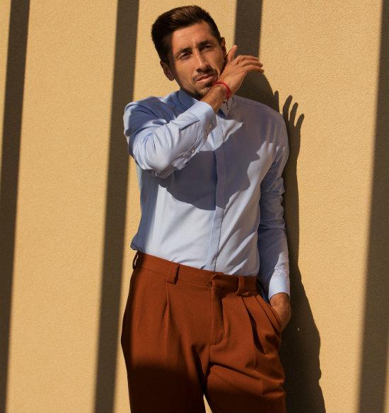 Héctor Herrera modela y habla sobre su nueva apariencia