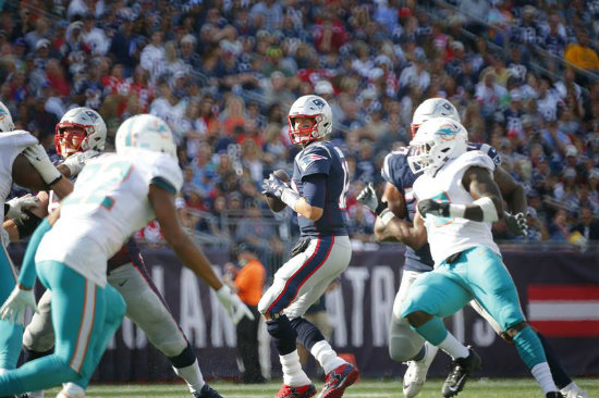Tom Brady domina a placer a los Colts