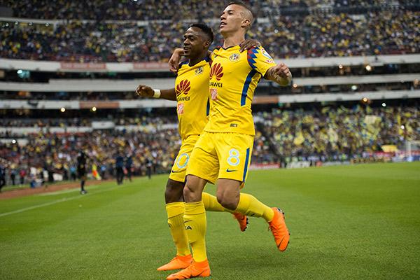 Uribe celbra gol contra Cruz Azul