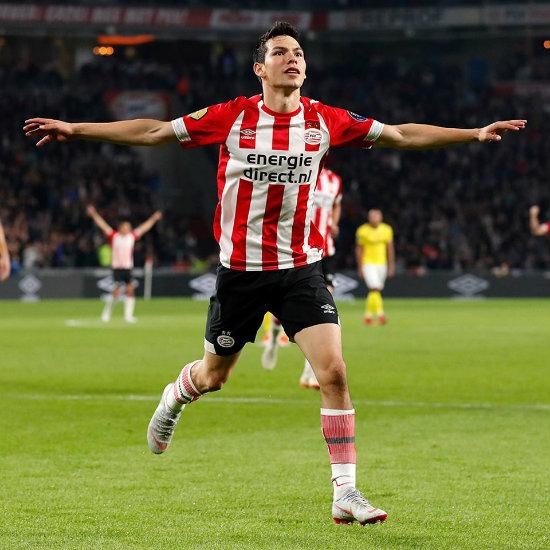 Lozano durante un partido del PSV