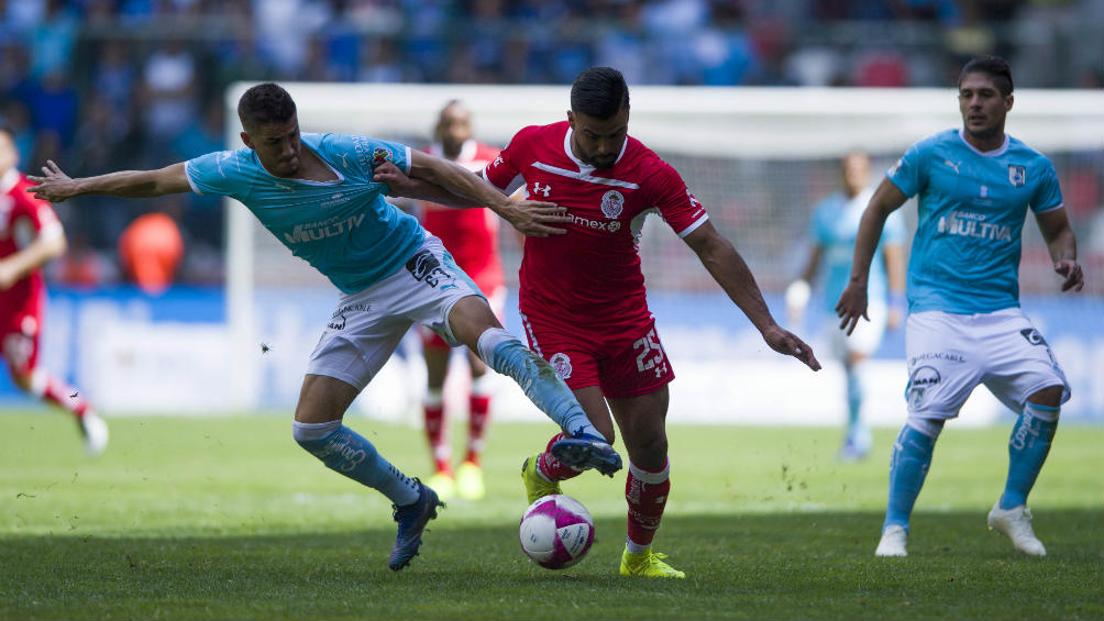 Mier won the ball in a duel against Toluca