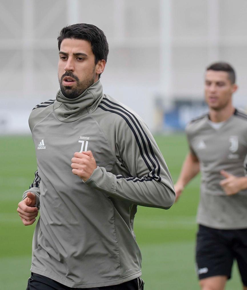 Héctor Herrera jugaría con Cristiano en Juventus de Italia