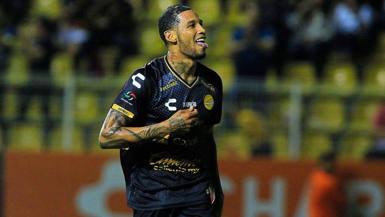 Vinicio Angulo celebrates Dorados