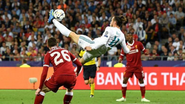 Momento en el que Bale remata de chilena al Liverpool