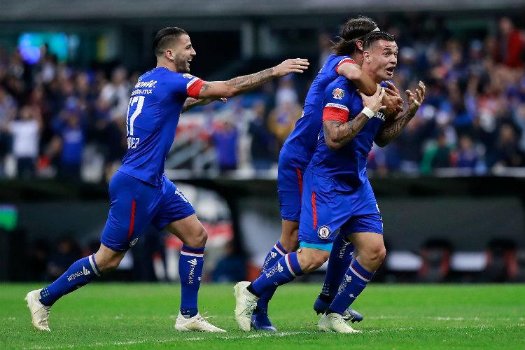 Cruz Azul festeja gol de Miltón Carglio