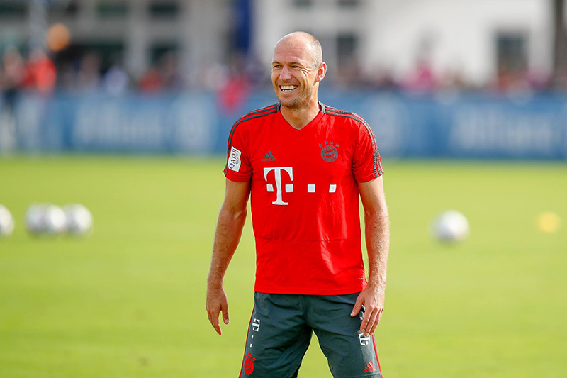 Bayern Múnich, sin James, empató 3-3 con PSV en la Champions