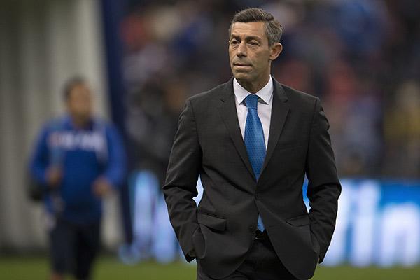 Pedro Caixinha en juego de Cruz Azul