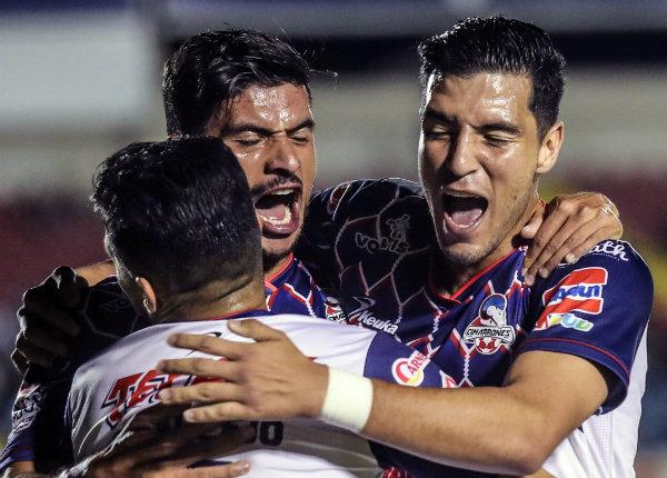 Saca Chivas tres puntos de Sonora