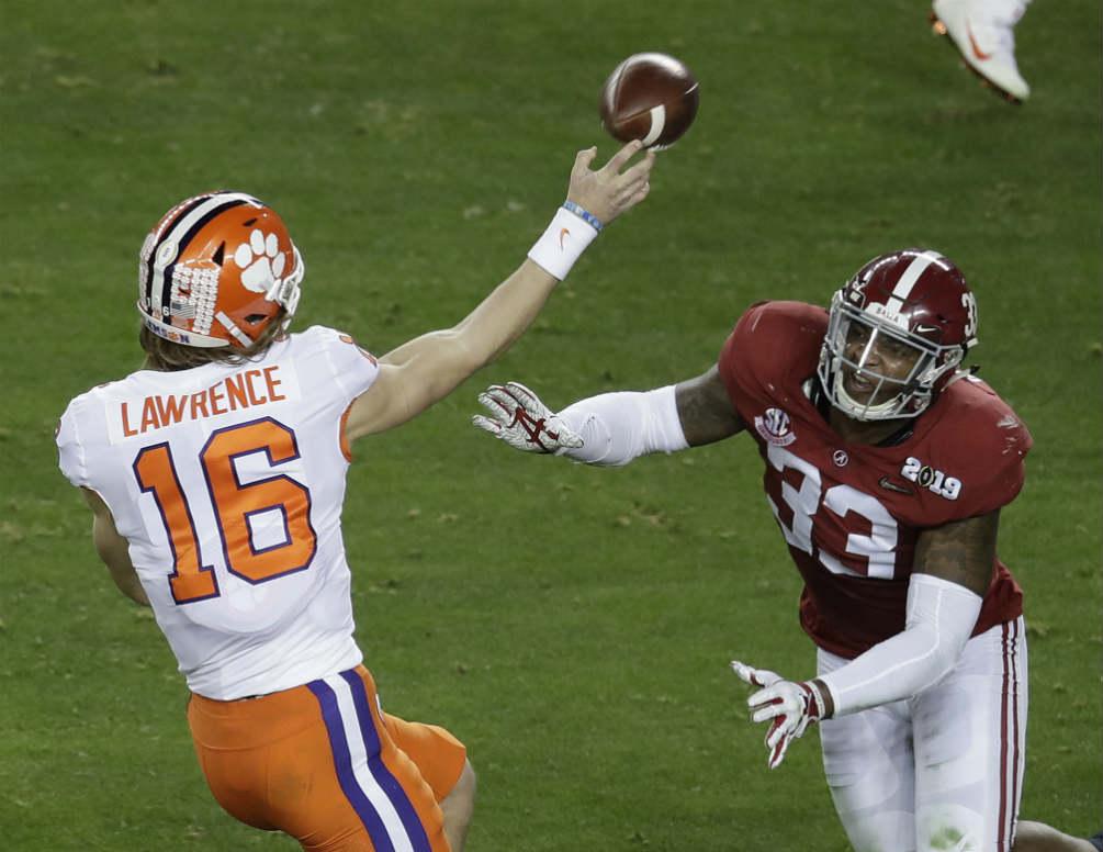 Clemson vence a Alabama y se titula en el fútbol americano colegial