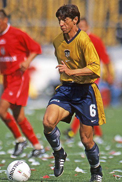 Miguel España en su etapa como jugador de Pumas